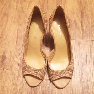 Nine West Chevron Wooden Wedges Size 5